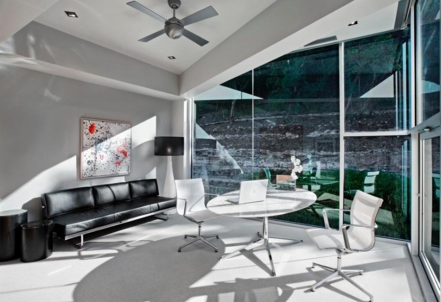 Дизайн интерьера домашнего офиса в сером оттенке