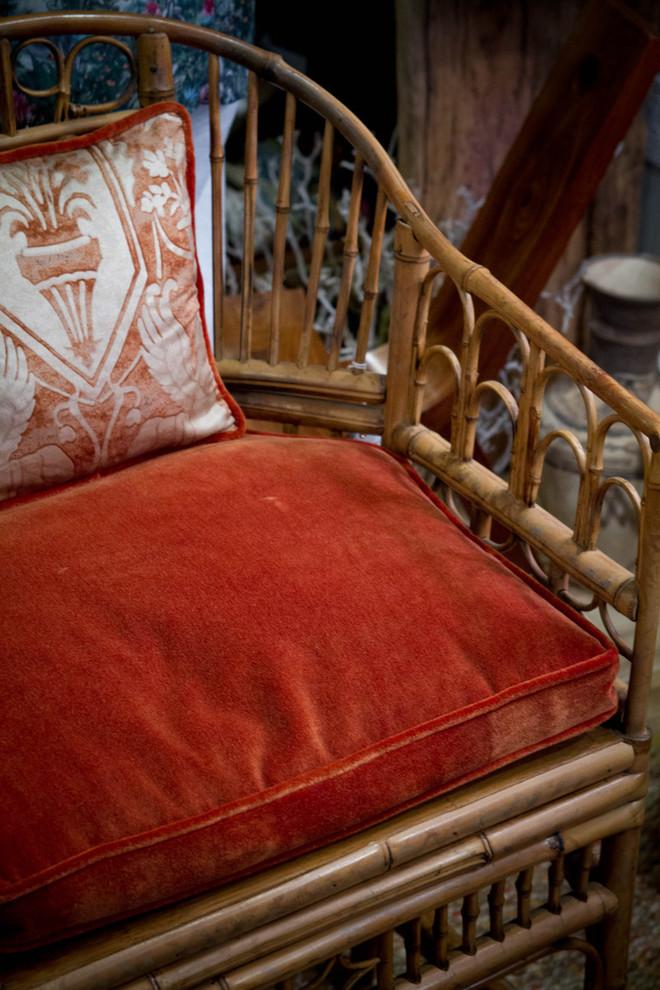 Красный обивочный материал для мягкой мебели