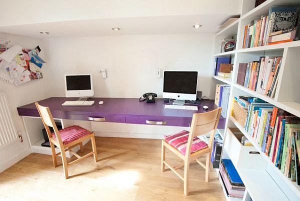 Фиолетовый рабочий стол в домашнем офисе
