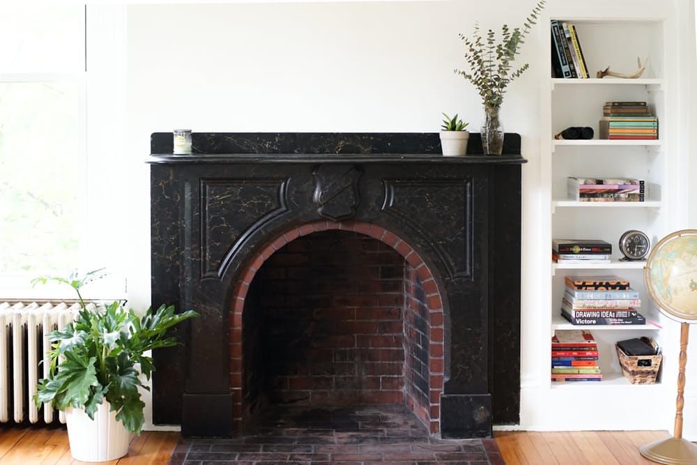 Интерьер дома в скандинавском стиле: винтажный камин