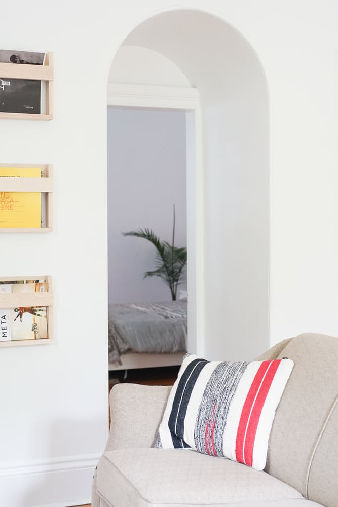 Интерьер дома в скандинавском стиле: небольшая арка