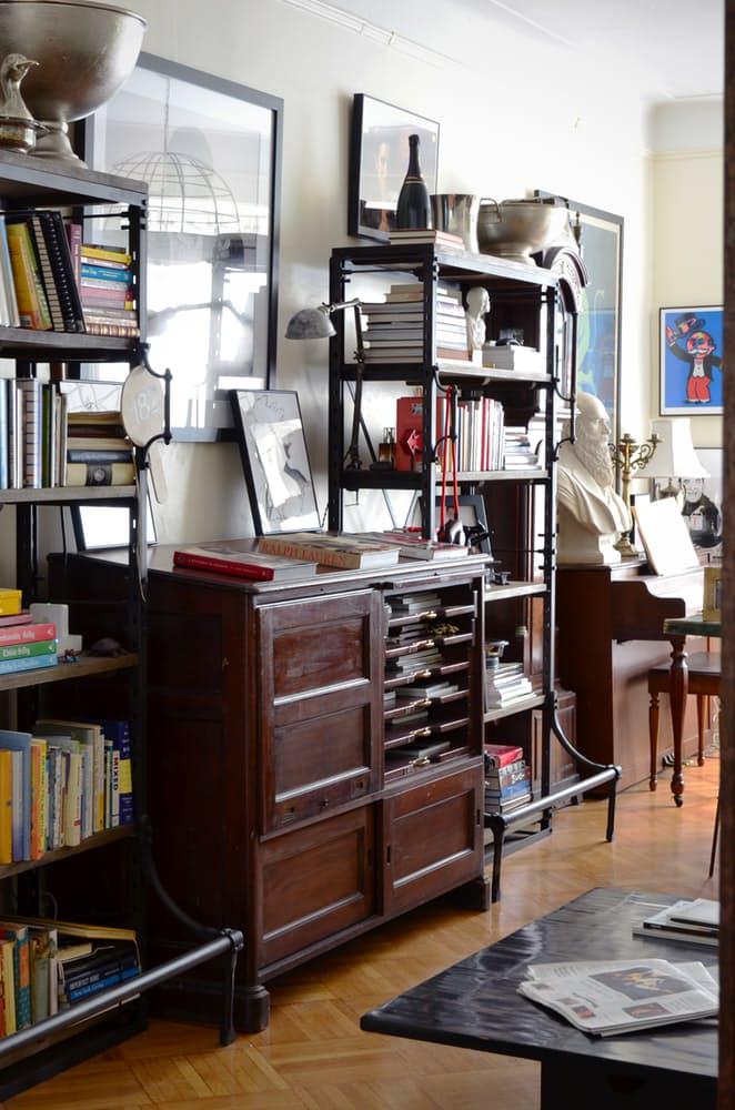 Интерьер квартиры в стиле эклектика: картины на стене