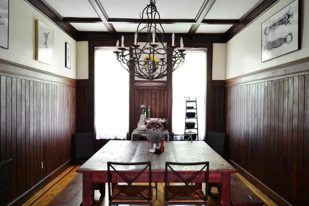 Интерьер квартиры в стиле эклектика: деревянные панели на стенах