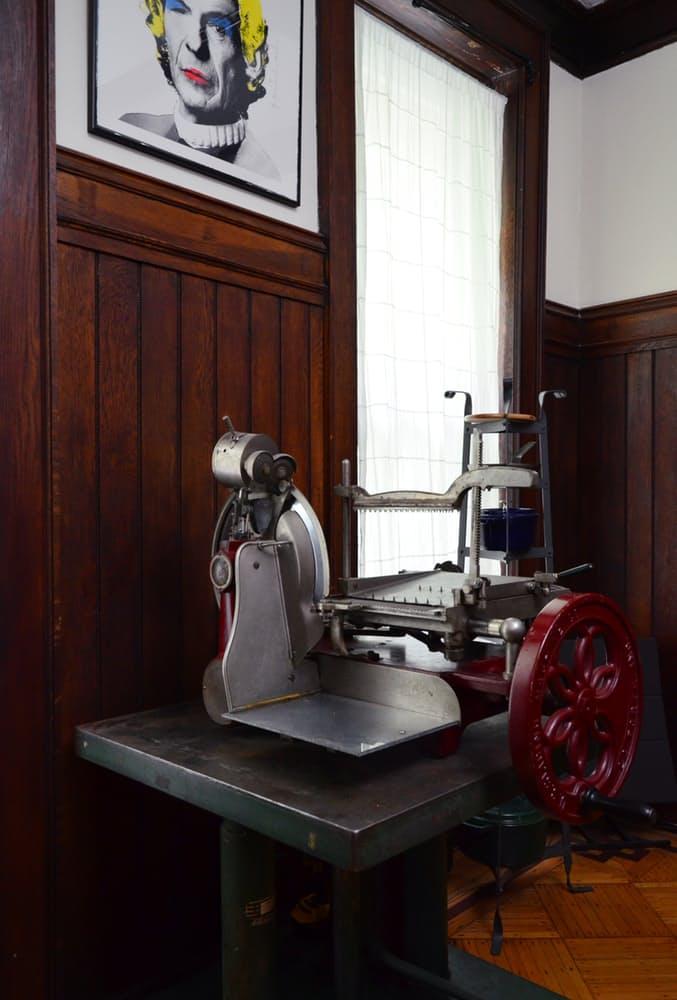 Интерьер квартиры в стиле эклектика: старая машинка