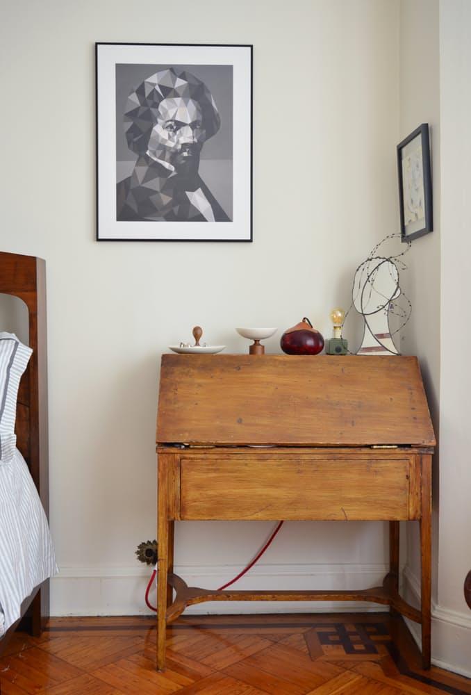 Интерьер квартиры в стиле эклектика: старинный комод