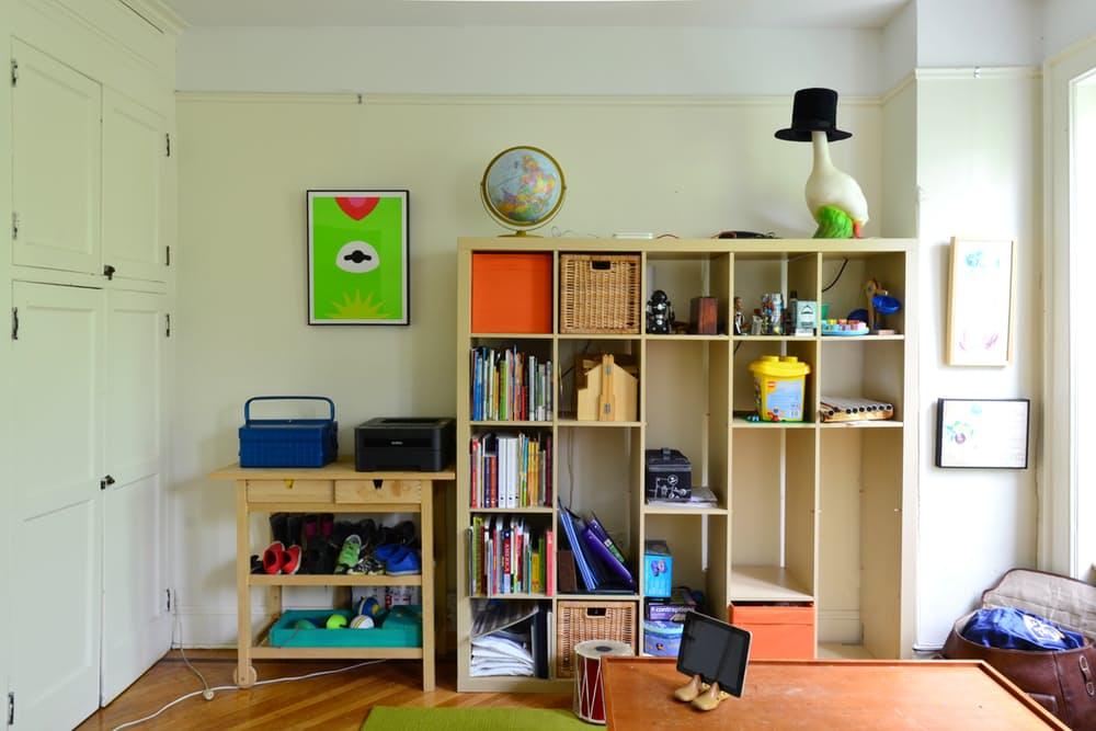 Интерьер квартиры в стиле эклектика: открытые шкафы