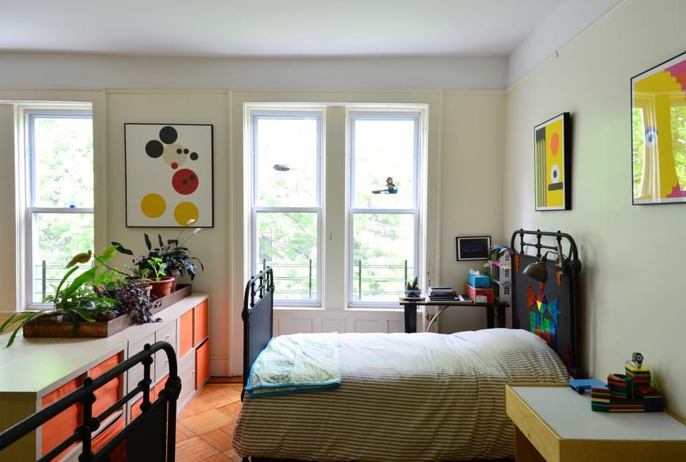 Интерьер квартиры в стиле эклектика: большие окна