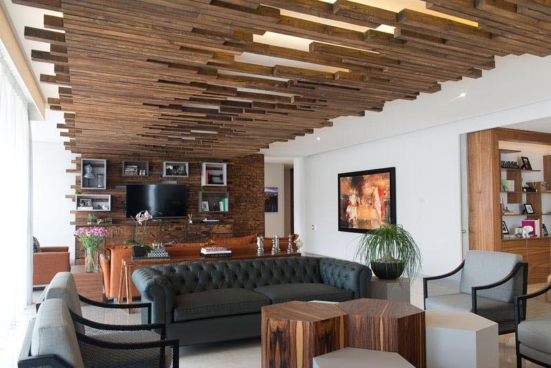 Стильный интерьер с деревянными рейками в Мехико