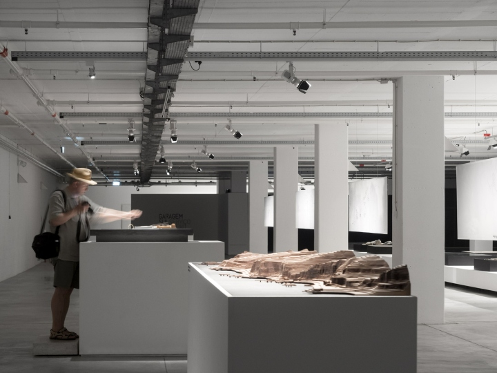 Современный интерьер выставочного зала - Фото 1