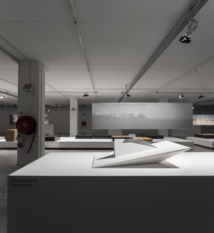 Современный интерьер выставочного зала - Фото 4