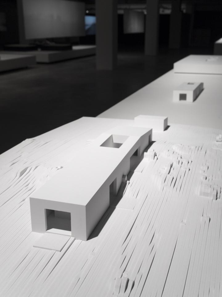 Современный интерьер выставочного зала - Фото 10