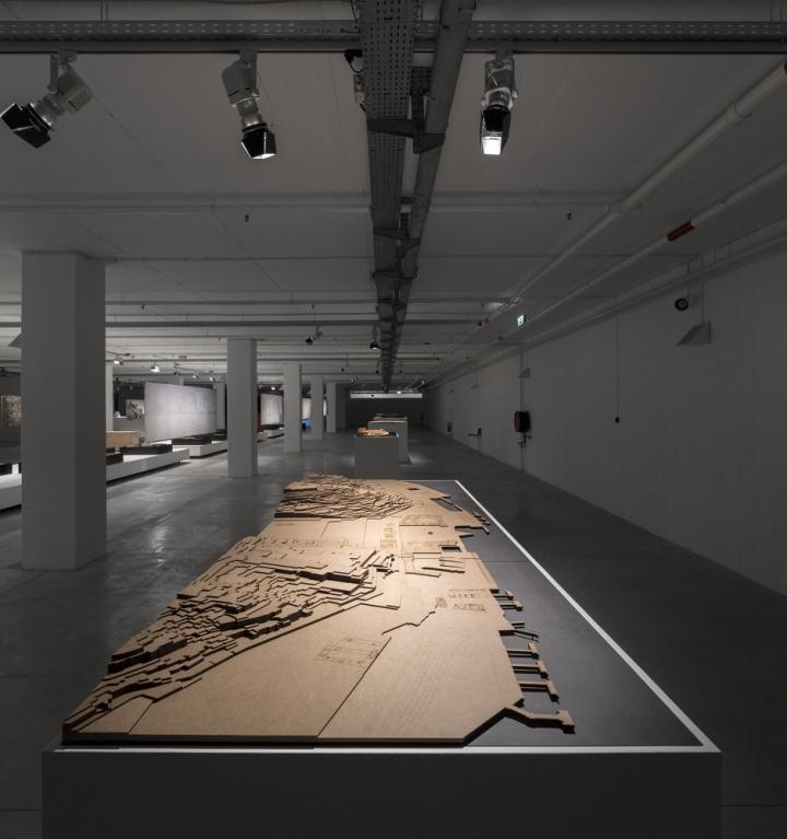 Современный интерьер выставочного зала - Фото 18