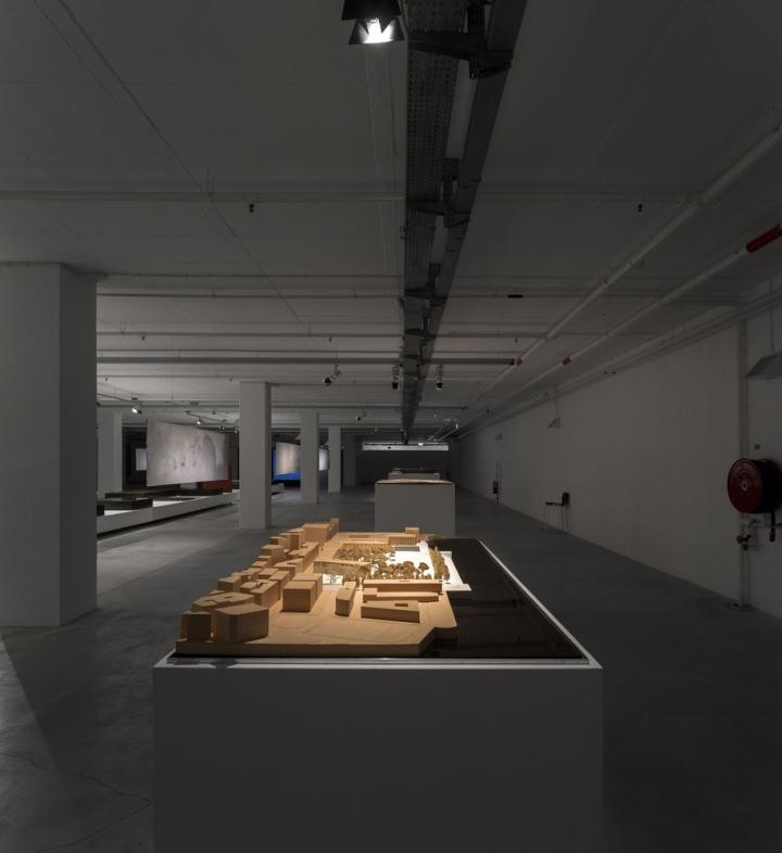 Современный интерьер выставочного зала - Фото 19