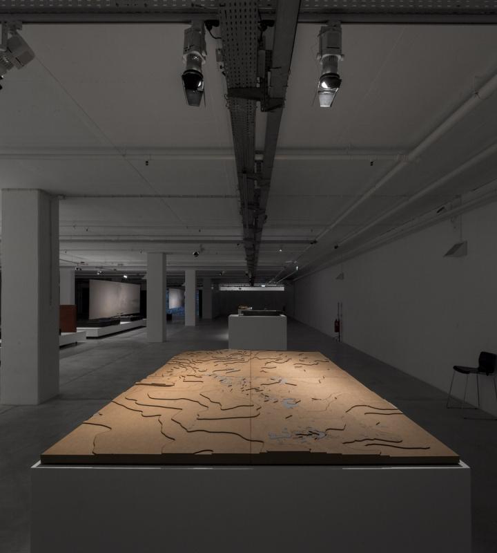 Современный интерьер выставочного зала - Фото 20