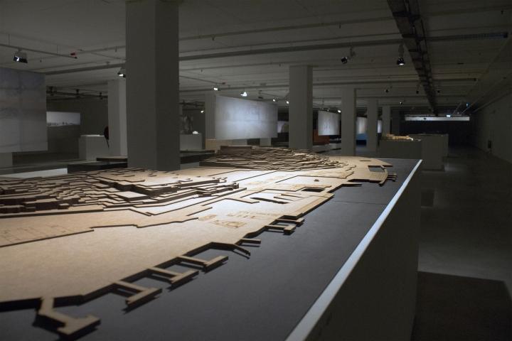 Современный интерьер выставочного зала - Фото 26