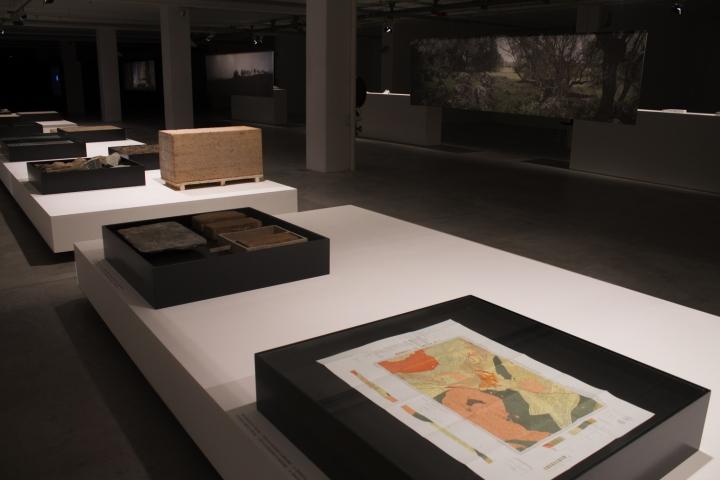 Современный интерьер выставочного зала - Фото 32