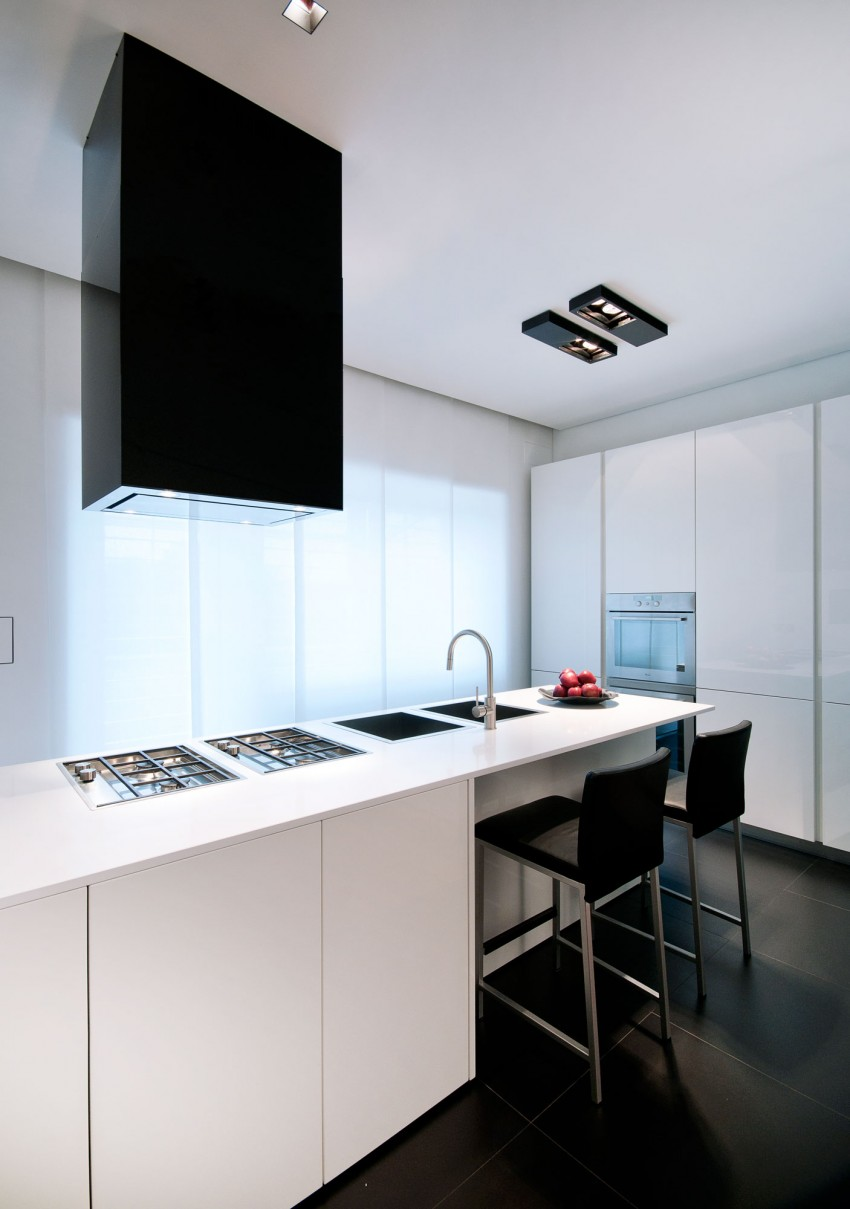 Кухня Железного дома в минималистичном стиле, Италия