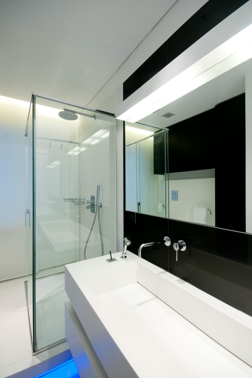Ванная Железного дома в минималистичном стиле, Италия