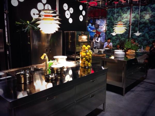 Кухонный гарнитур на выставке мебели в Милане