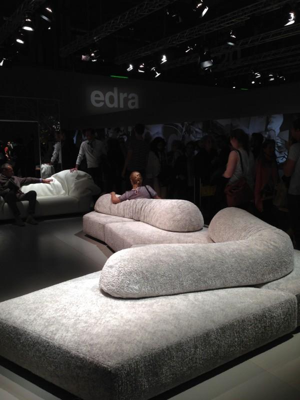 Диваны на выставке мебели в Милане