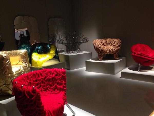 Креативные кресла на выставке в Милане
