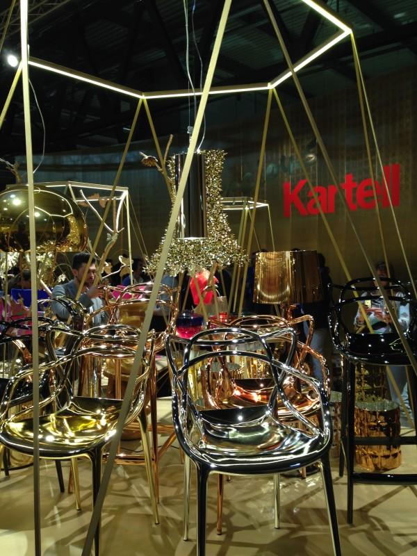 Стулья на выставке мебели в Милане