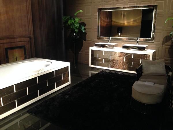 Гарнитур для ванной на выставке мебели в Милане