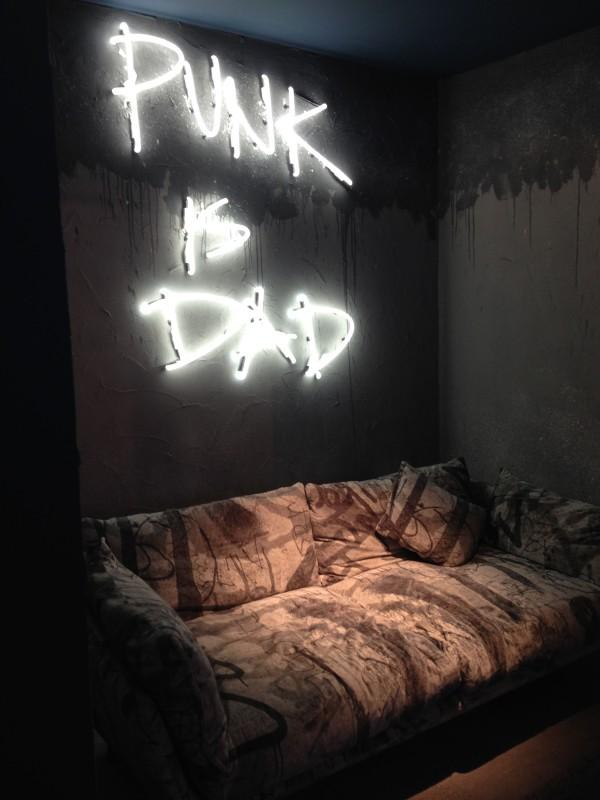 Диван на выставке мебели в Милане