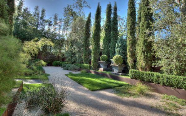 Красивое оформление внутреннего дворика в итальянском стиле