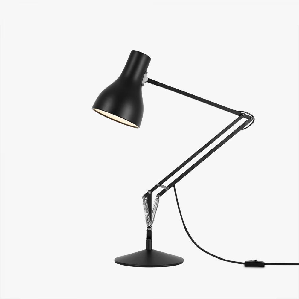 Дизайн известной настольной лампы Type 75