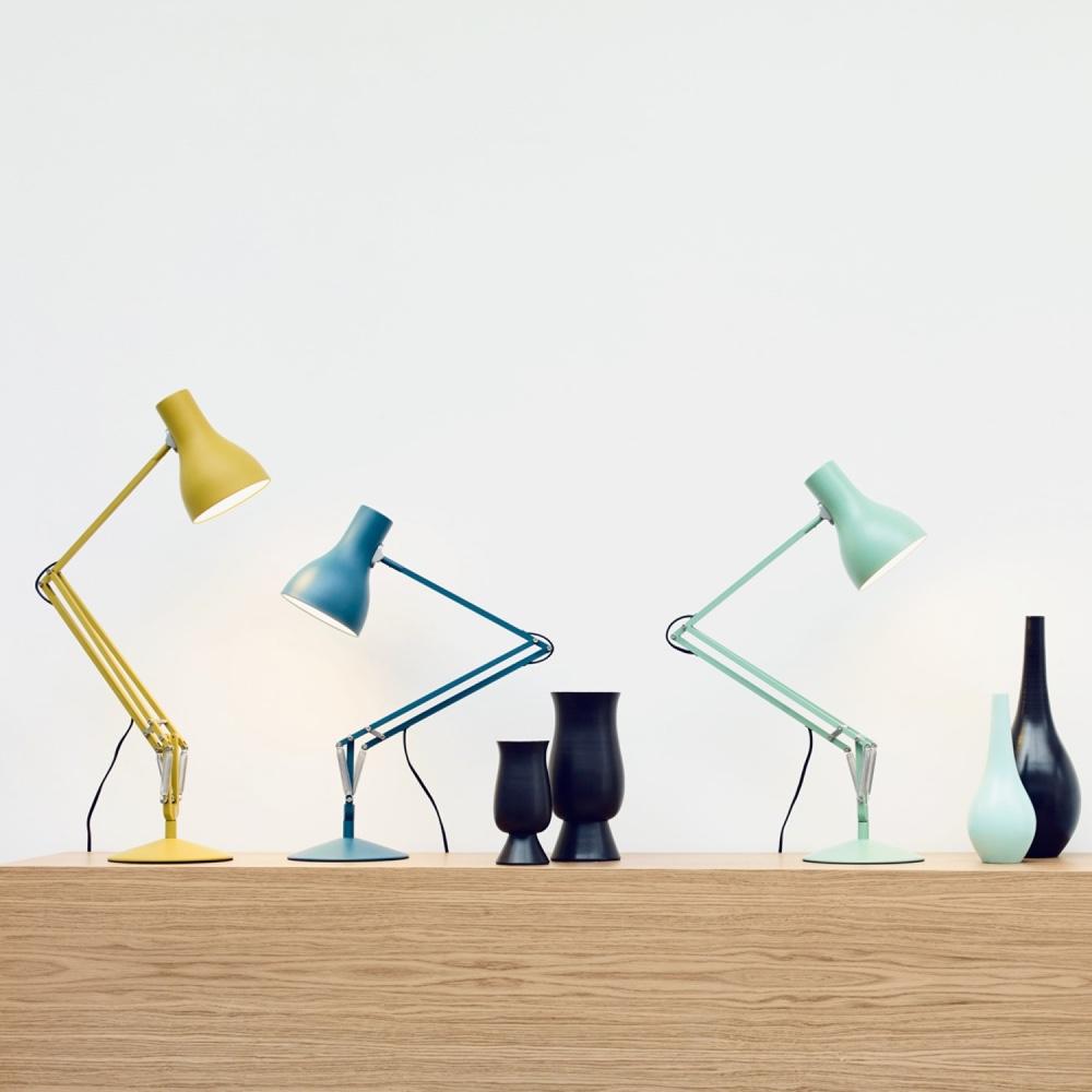 Яркий дизайн известной настольной лампы