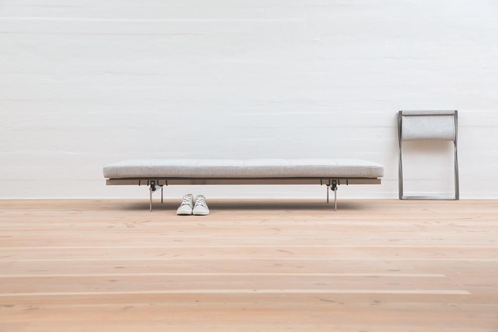Известный датский дизайнер Poul Kjaerholm - кушетка PK80 и складной стул PK91