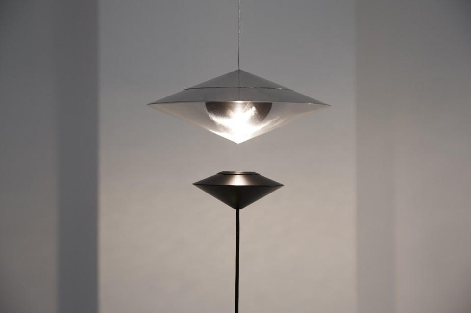 Известный итальянский дизайнер Витторио Венеция и его работа - лампада Magnetica