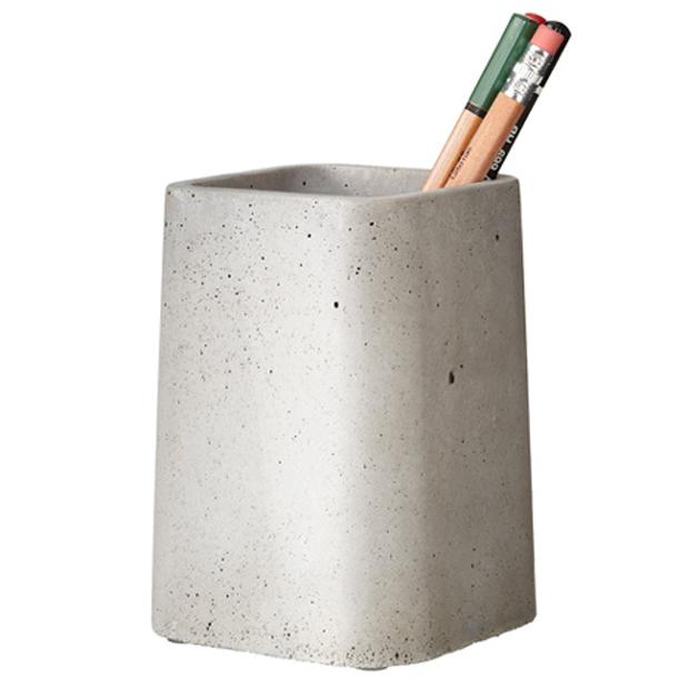 Подставка для ручек и карандашей из бетона