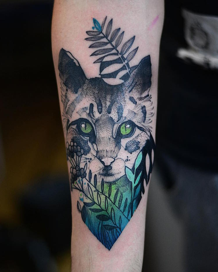 Иоанна Швирска: элегантные цветные тату с животными