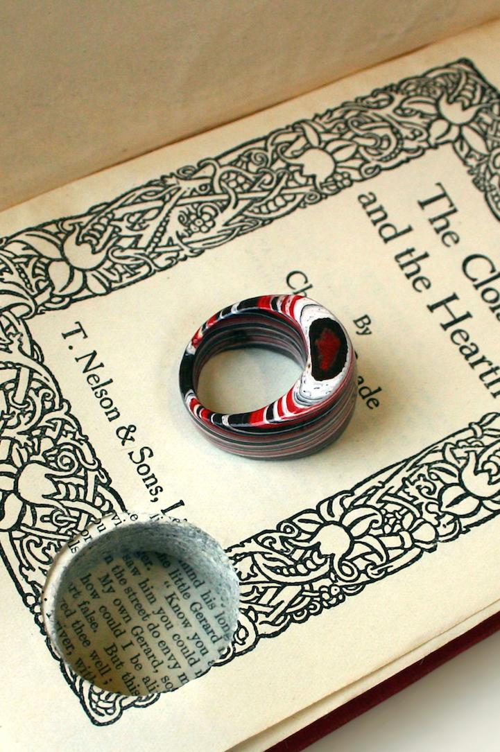 Как сделать кольцо из книг