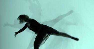 Танец с тенью: экспериментальное музыкальное видео от Ионы Хабера