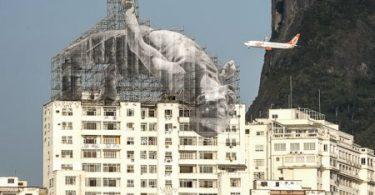 Атлеты: интерактивные инсталляции от французского художника JR