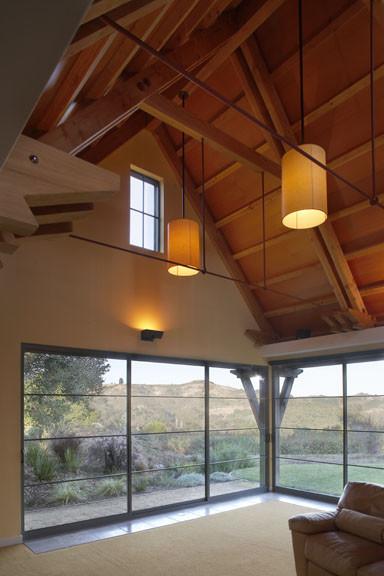 Деревянные панели в отделке кафедрального потолка