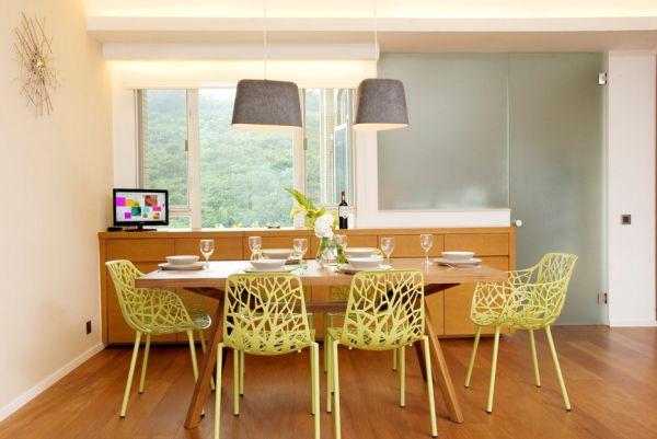Ажурные стулья в столовой