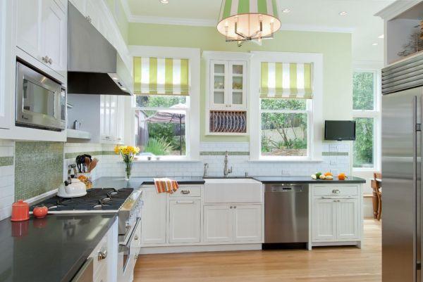 Салатовые акценты на белой кухне