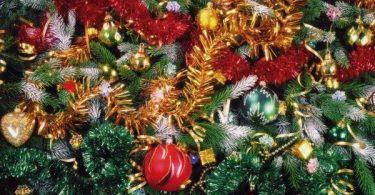 С любовью украшенная новогодняя красавица-ёлка поразит воображение ваших близких и гостей