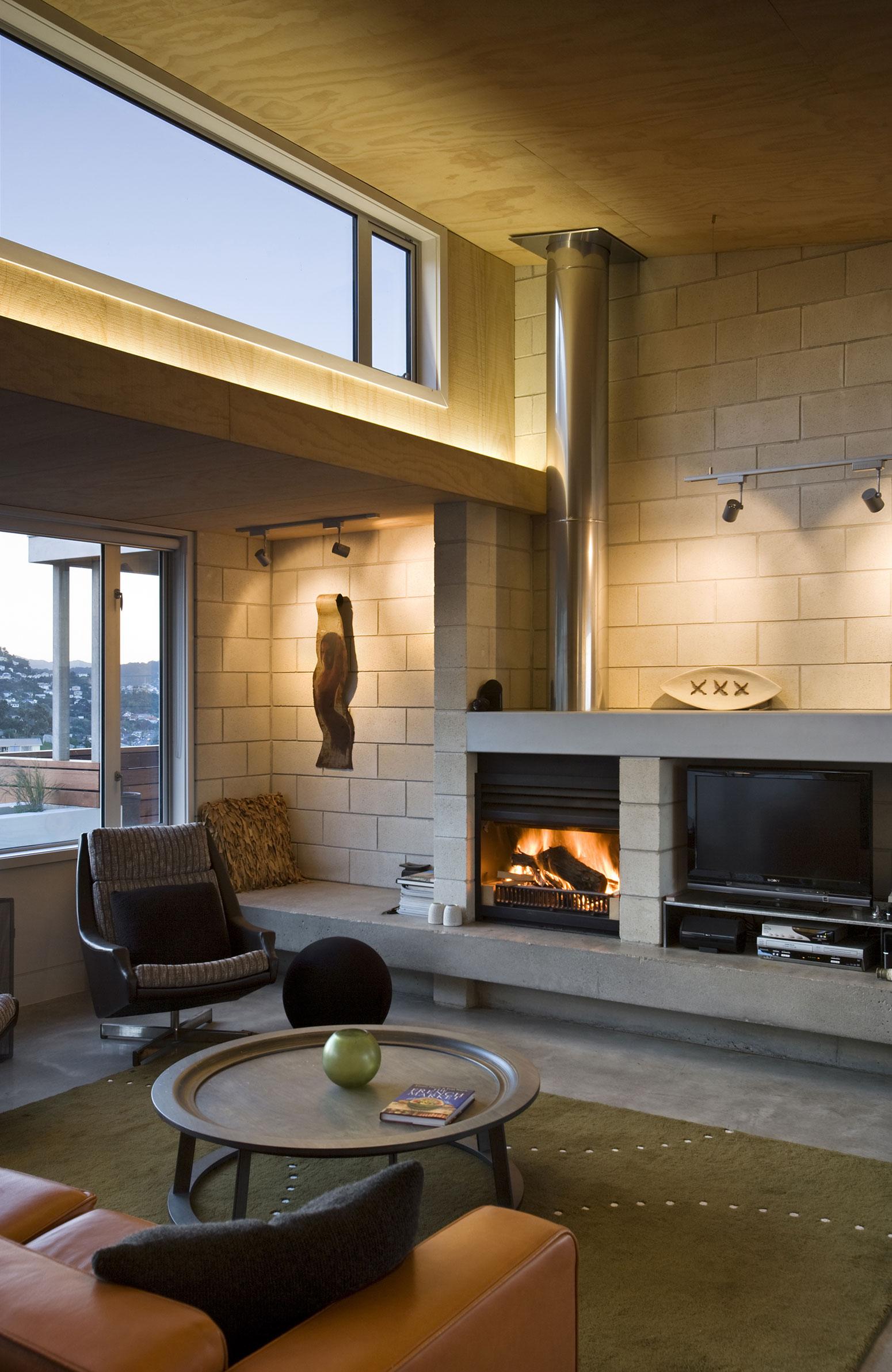 Камин в интерьере гостиной - Фото 16