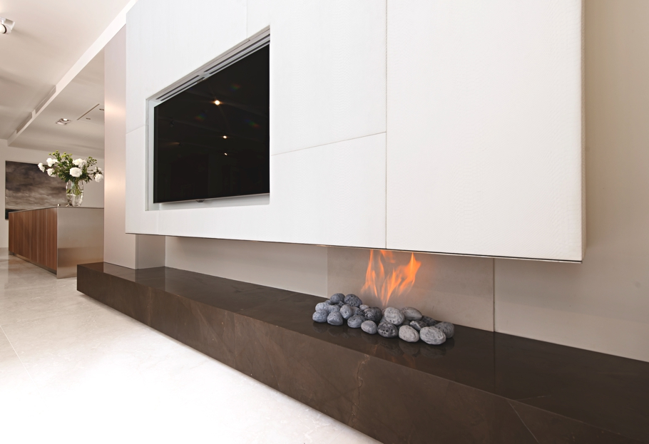 Камин в интерьере гостиной - Фото 33