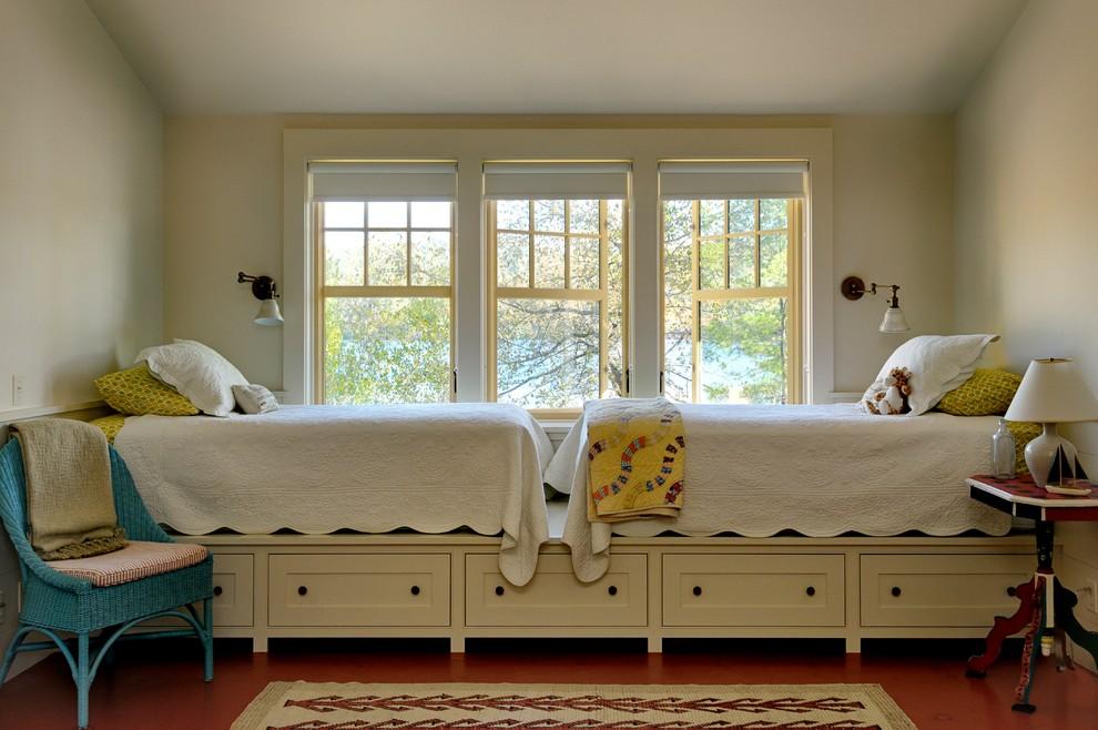 Высокая кровать с системой для хранения у окна