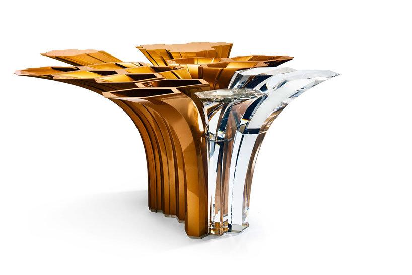 Хрустальный стол от Захи Хадид