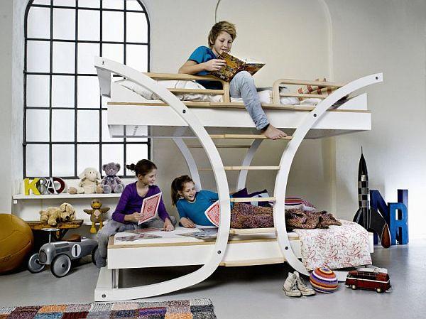Двухуровневая Х-образная кровать в интерьере детской