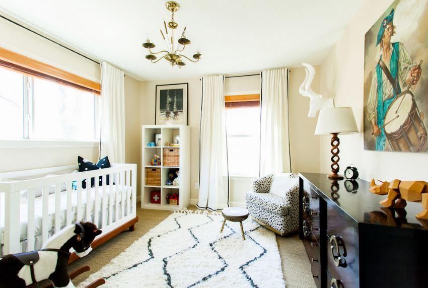 Светлый ковёр с геометрическим рисунком в интерьере детской комнаты