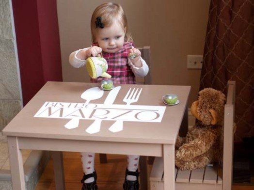 Красивый детский столик от IKEA