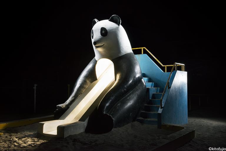 Детские игровые площадки в серии фотографий Кито Фудзё